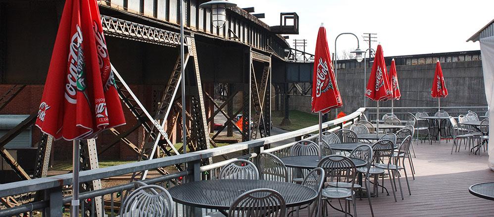 Best outdoor seating Richmond, VA - Bottom's Up Pizza