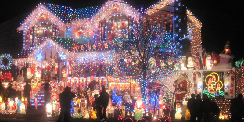 Things To Do in Richmond, VA in Winter - Tacky Lights Tour