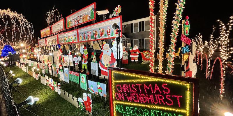 Christmas on Wendhurst Tacky Lights Tours